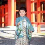 錦秋の吉田神社境内での七五三撮影 3歳男児1人で